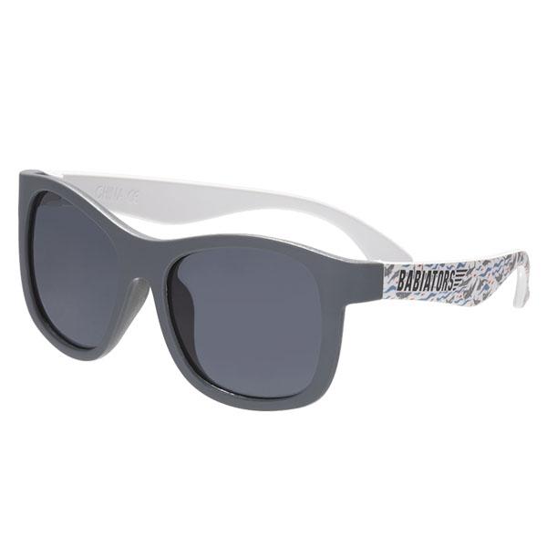 Купить Babiators LTD-042 Солнцезащитные очки Printed Navigator. Акулистически! Дымчатые. Classic (3-5), Солнцезащитные очки Babiators